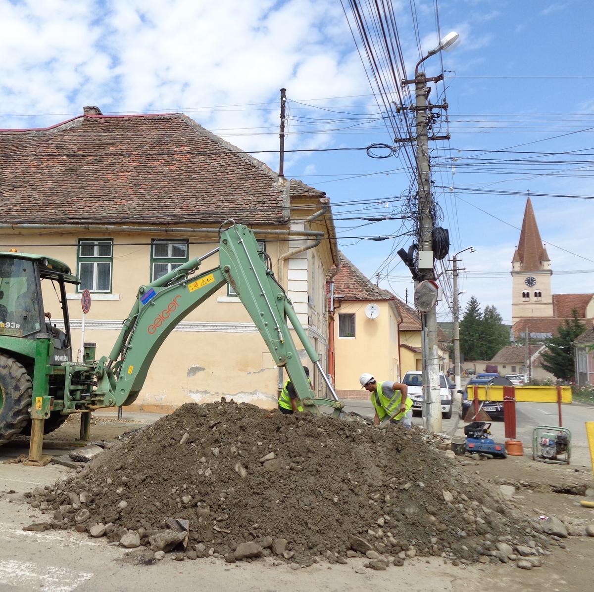 Lucrări de remediere a unei avarii a conductei de distribuție apă potabilă, cu afectarea furnizării pe mai multe străzi din Cisnădie